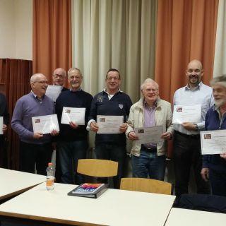 Uitreiking certificaat van deelname voor deelnemers 'Ontdek je stem 3'