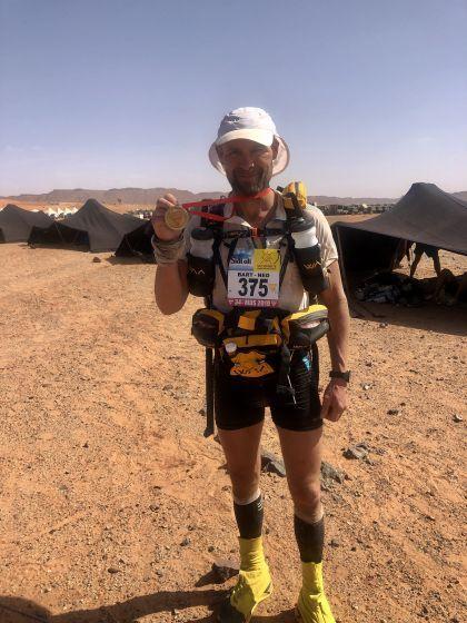 Bart Eigenhuis opnieuw over de finish van de Marathon des Sables