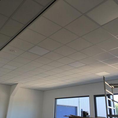 Een mooi 60x60 systeem met een inleg tegel inclusief LED panelen