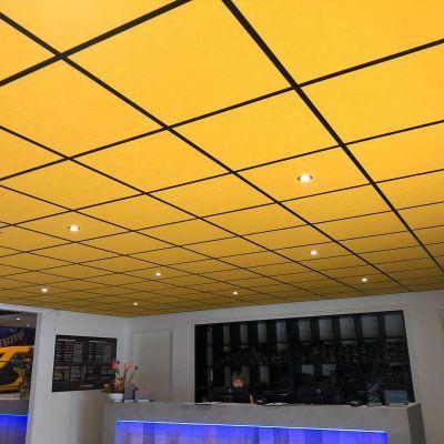 Deze mooie gele Rockfon tegel gemonteerd samen met een zwart systeem voor Jumpsquare te Baarn