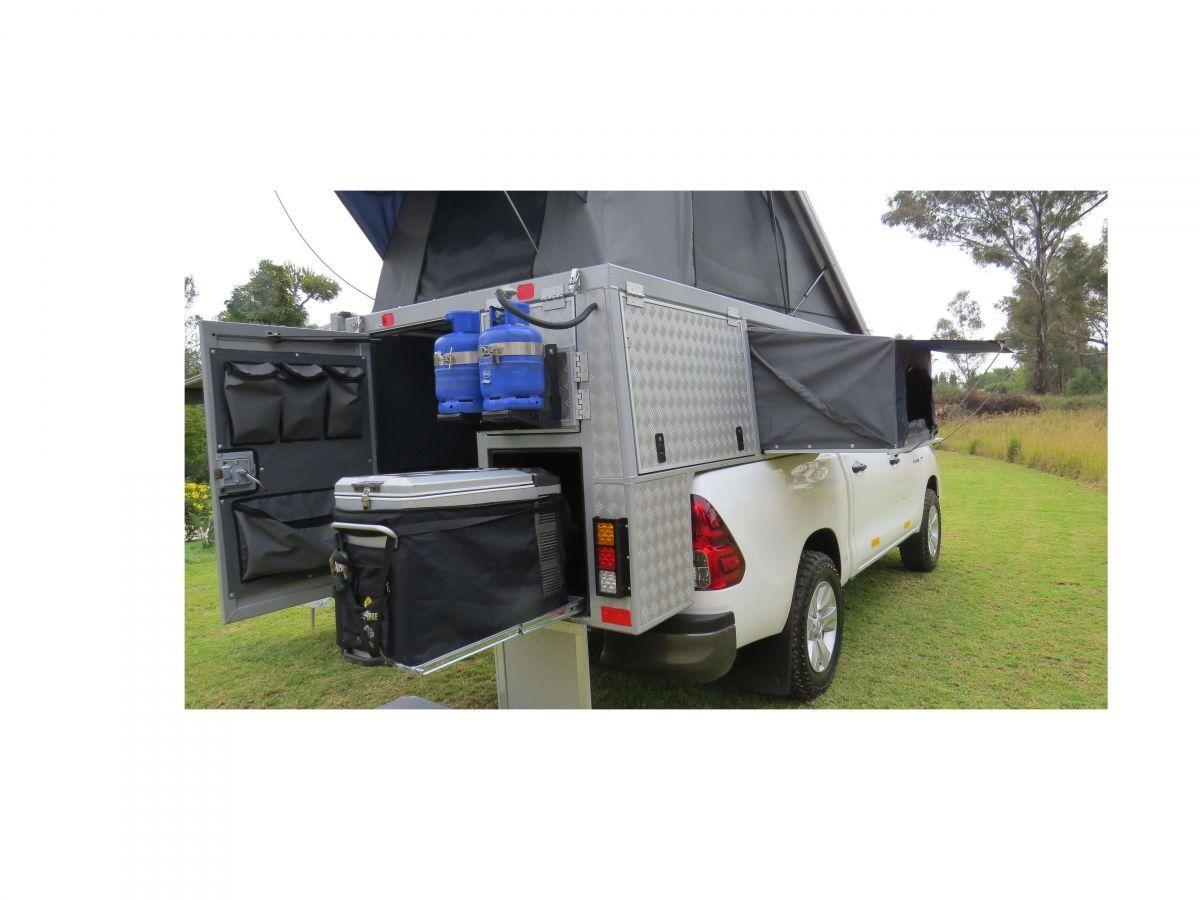 Toyota Double Cab Bush Camper tent uitgeklapt