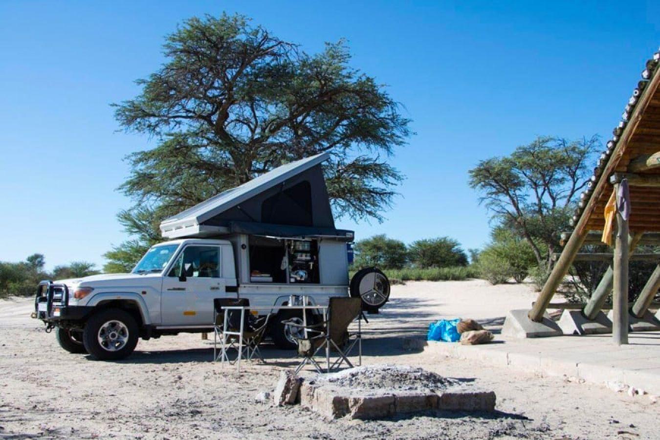 Toyota Landcruiser Bush Camper op campsite