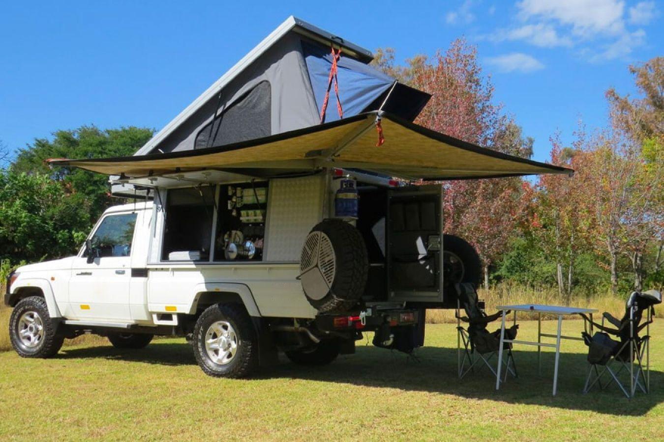 Toyota Landcruiser Bush Camper tent uitgeklapt