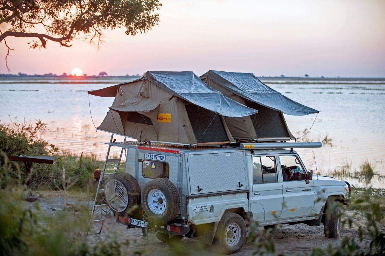 Toyota Landcruiser Double Cab met daktenten op campsite