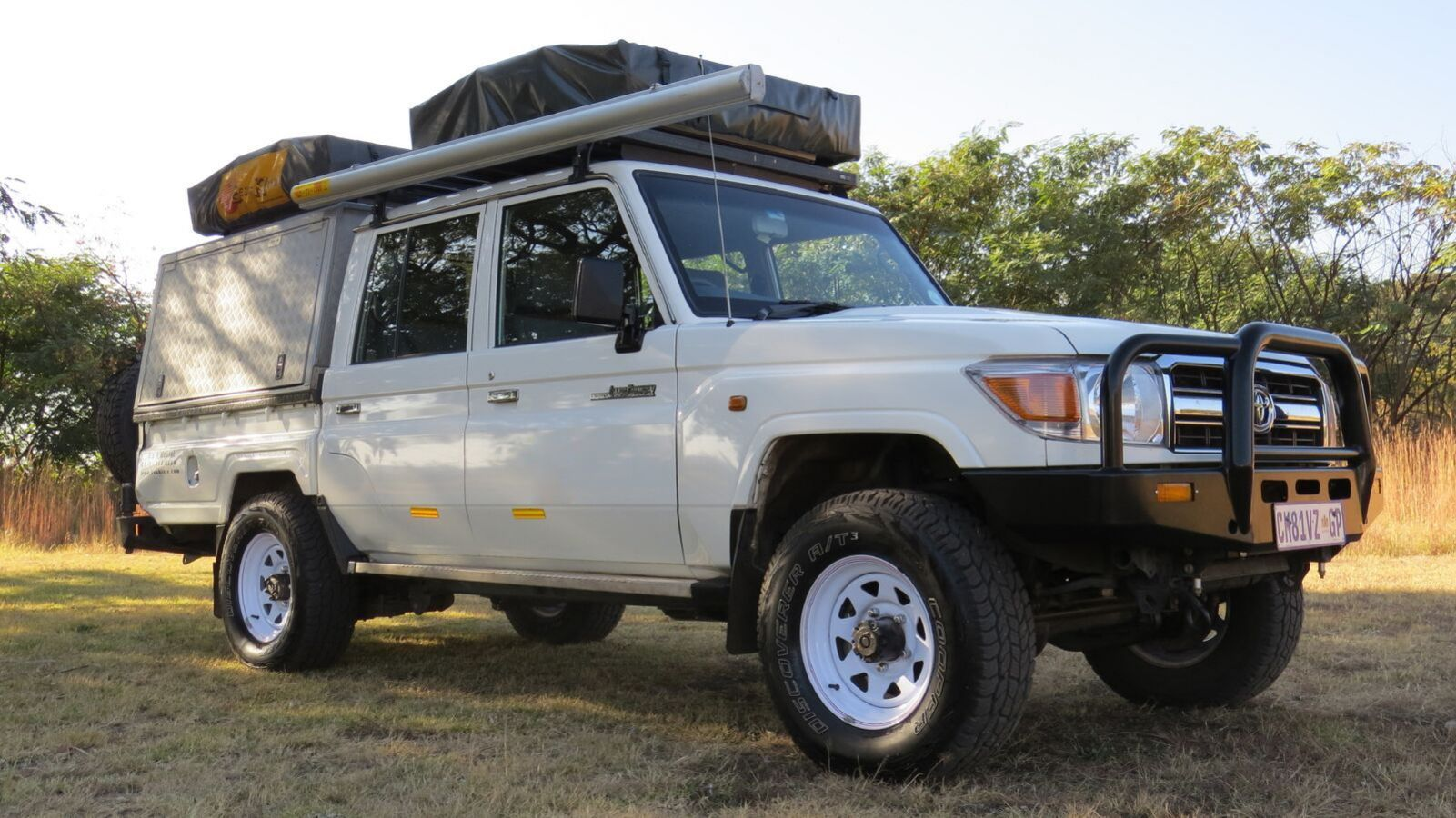 Toyota Landcruiser Double Cab daktenten ingeklapt