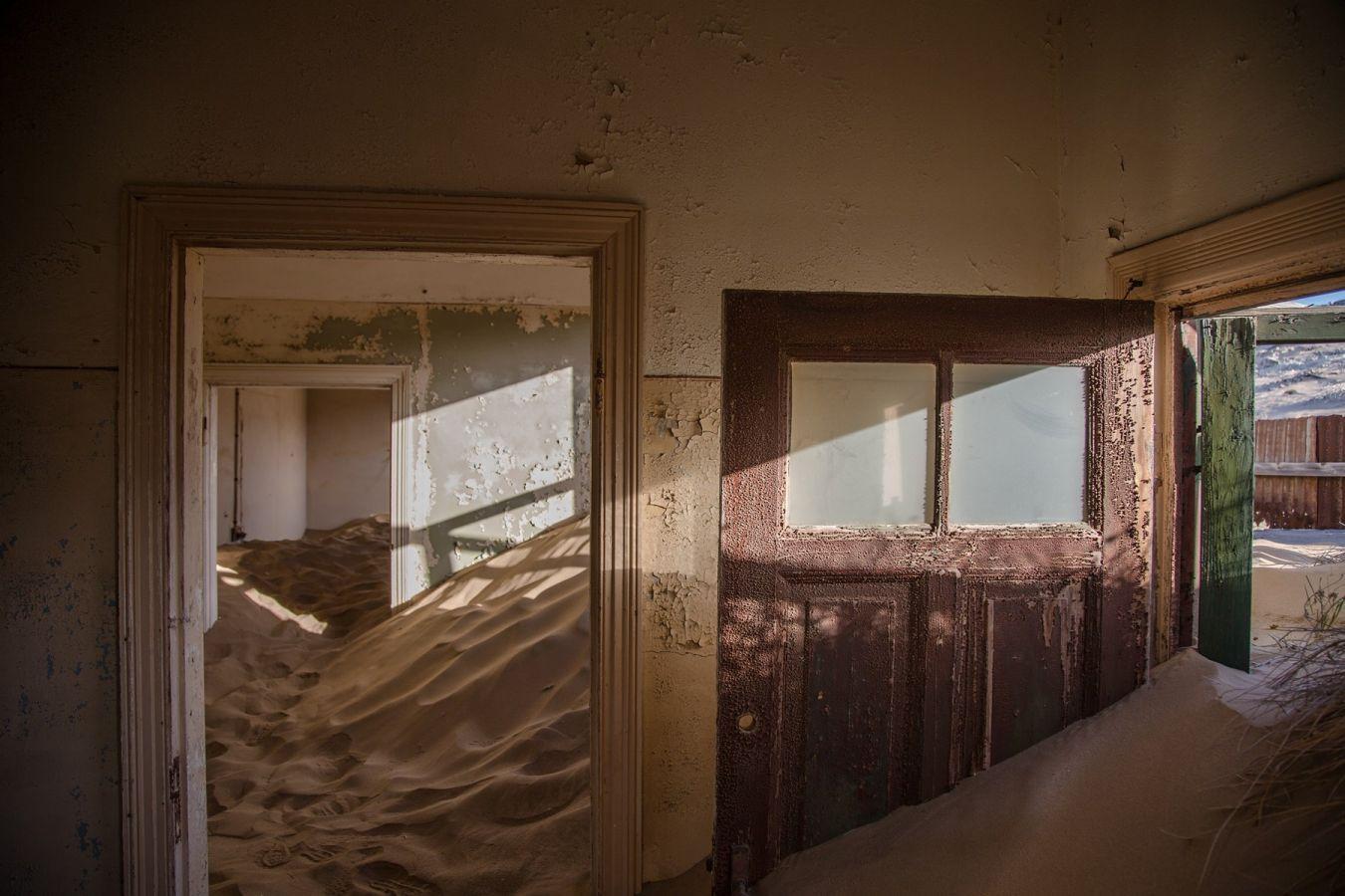 Kolmanskop: huis wordt verzwolgen door woestijnzand