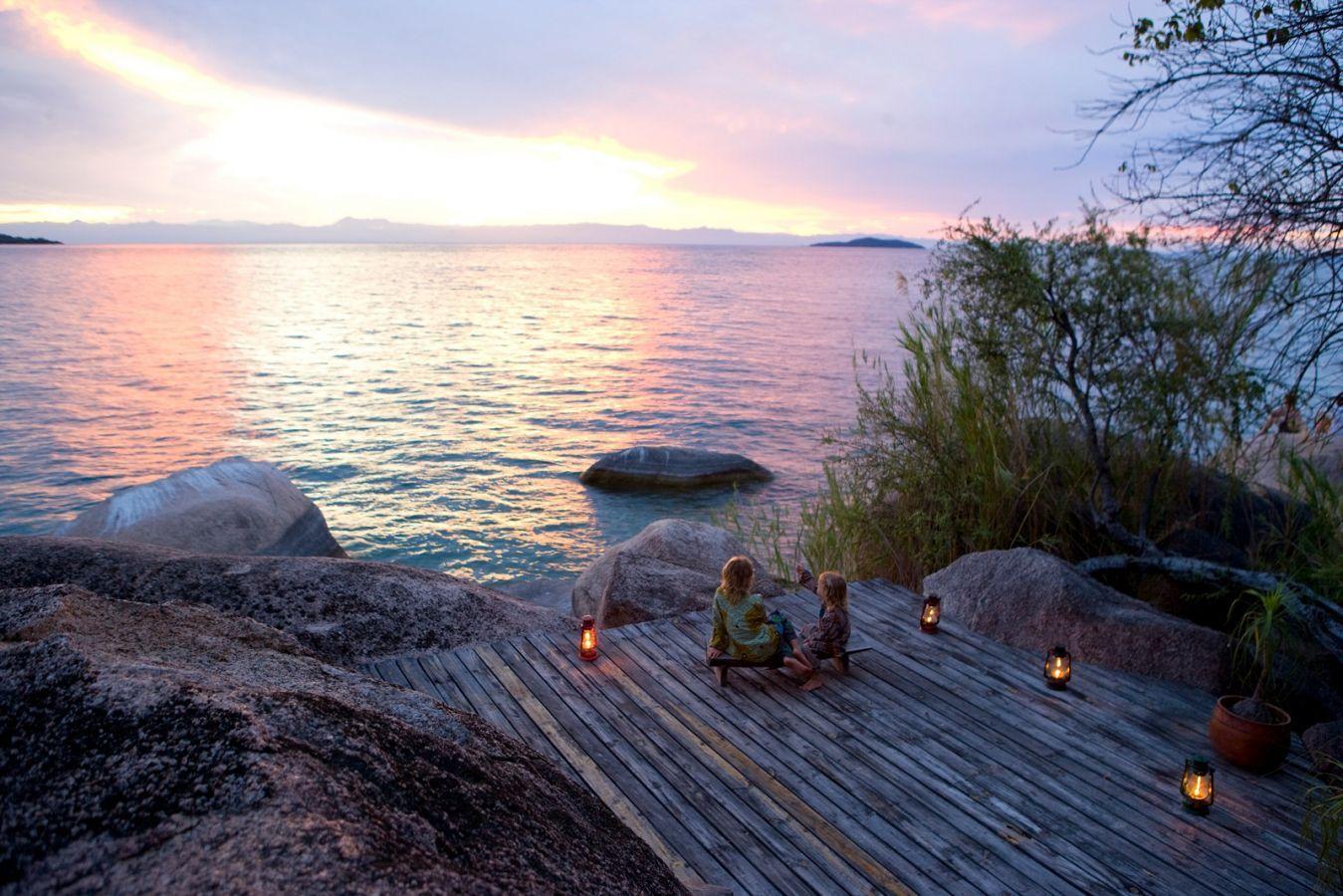 Domwe Island Camp zonsondergang