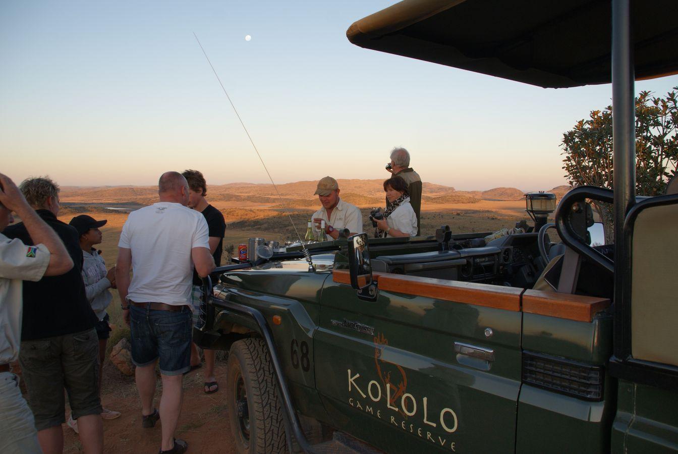 Kololo Game Reserve sundowner drankje tijdens middag game drive