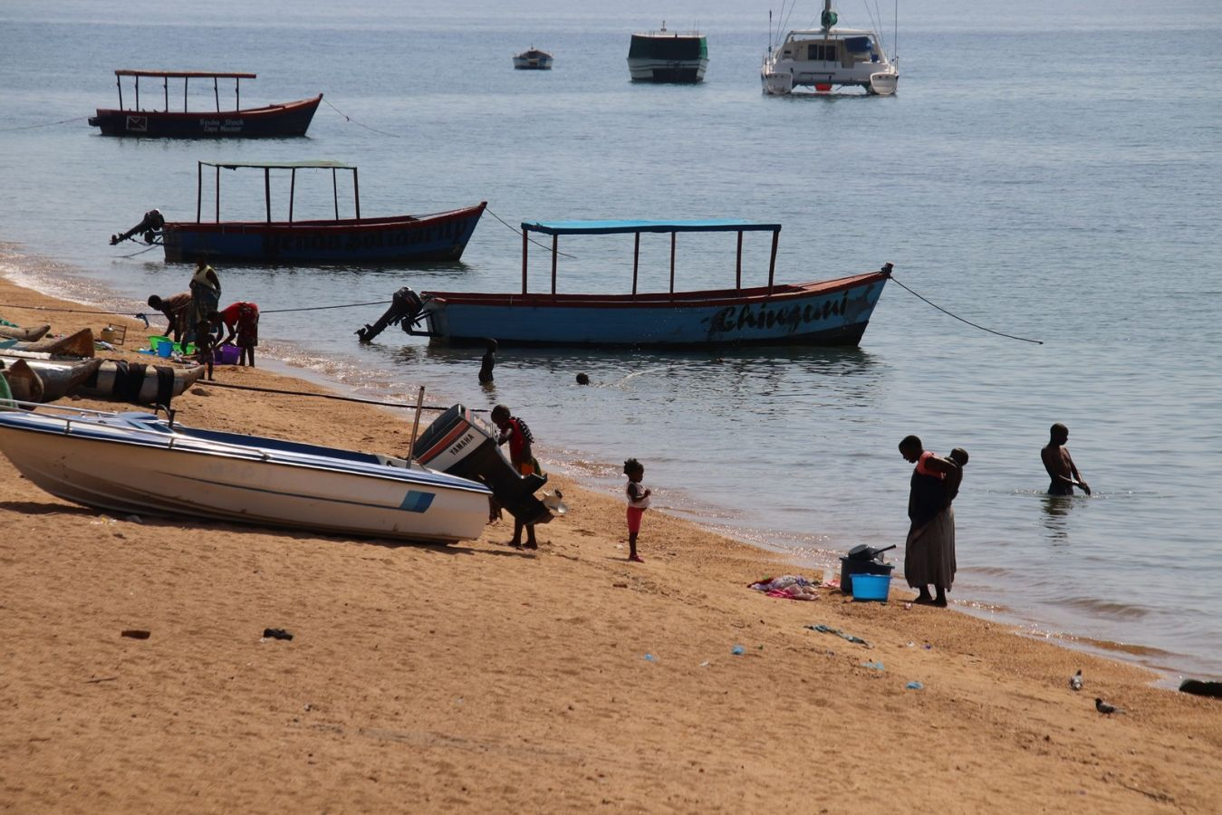 Lake Malawi strand met vissersboten - ©Fair Mundo Travel