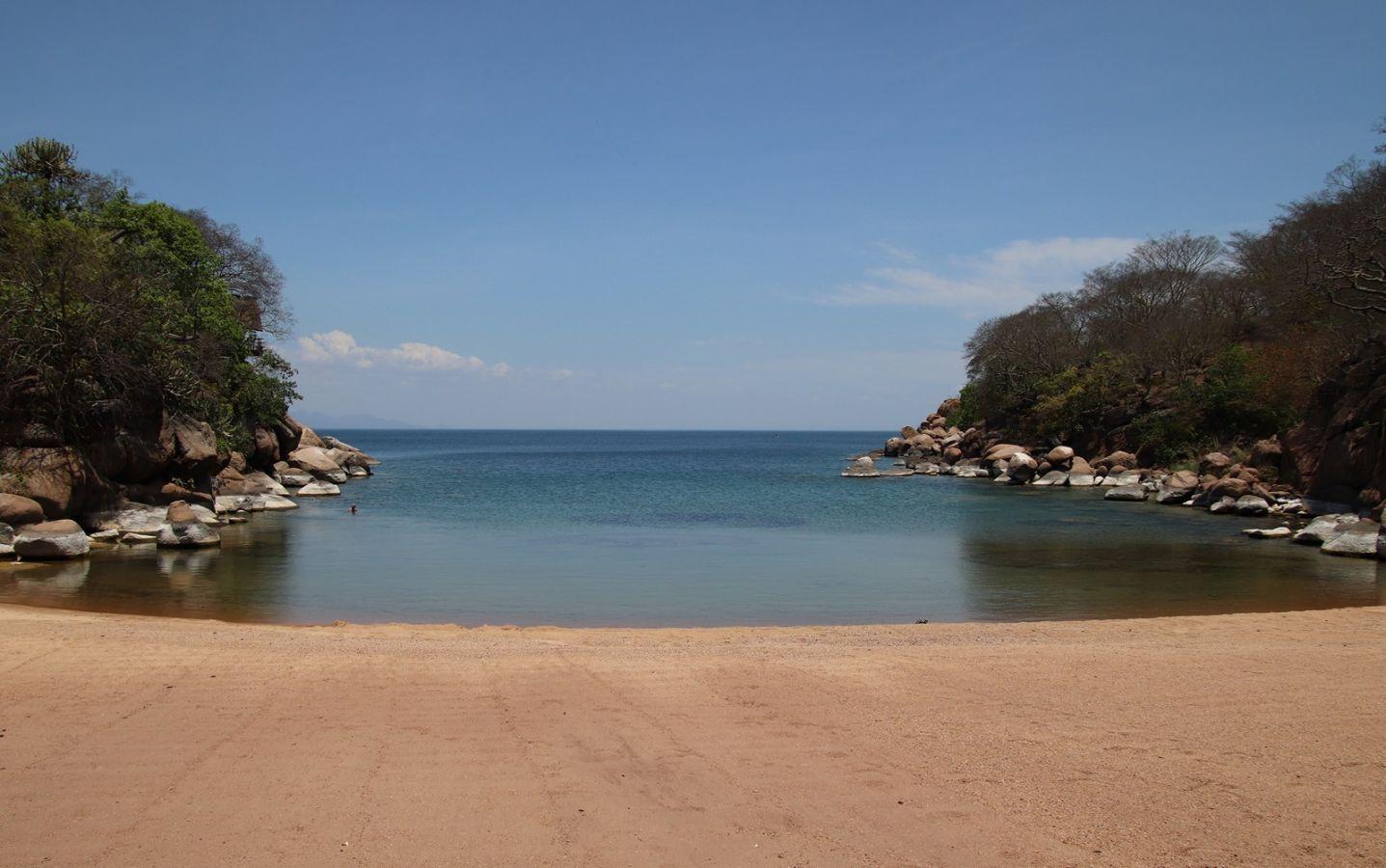 Lake Malawi baai met strand