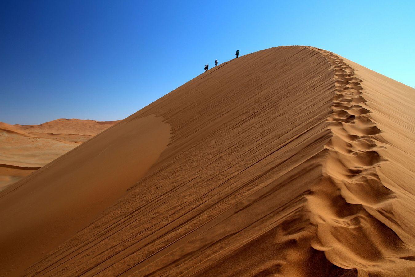 Beklimmen rode duinen Sossusvlei- ©Fair Mundo Travel