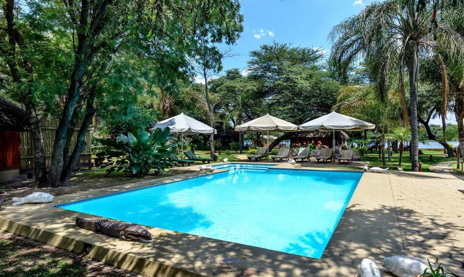 Hakusembe River Lodge zwembad