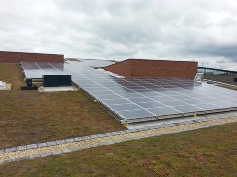 K2 systems op dak school met zonnepanelen