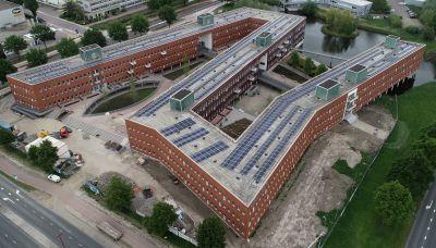 Prestigieus Meander project Nieuwegein, 1530 panelen met APsystems micro omvormers en Shared ECU Monitoring, opgeleverd door NewSolar. Totaal 428,4 kWp