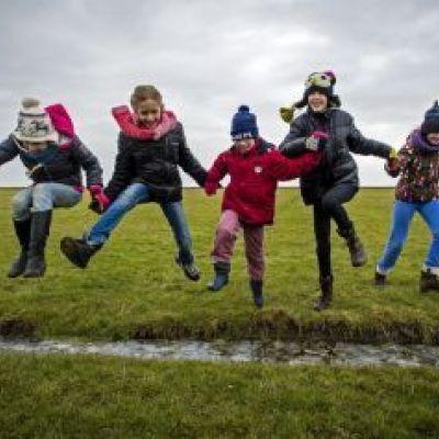 Buitenspelen maakt kinderen sterker en socialer
