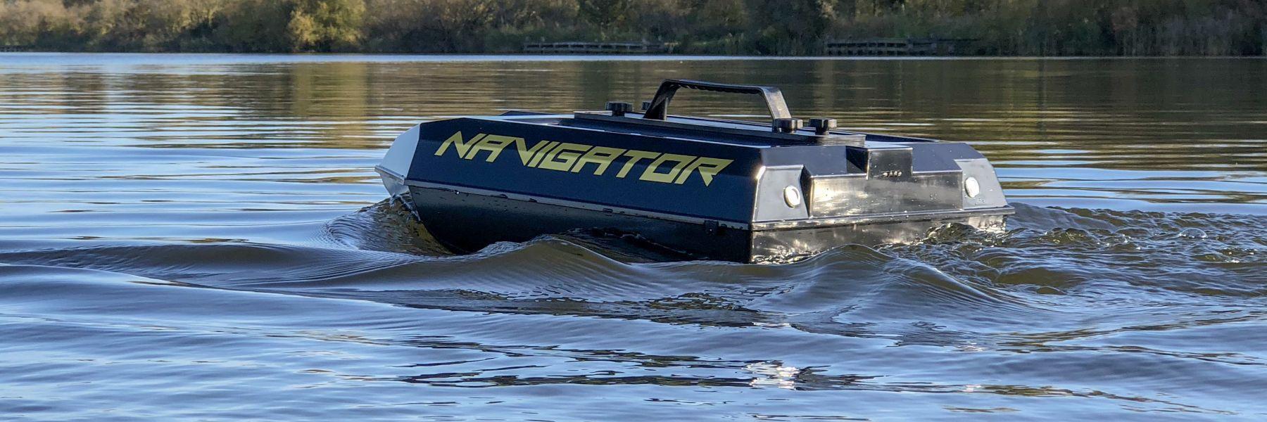 Navigator water van zijkant