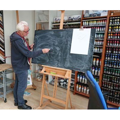 Klassikale uitleg bij de tekencursus. Peter van Oostzanen bij Ombers & Okers