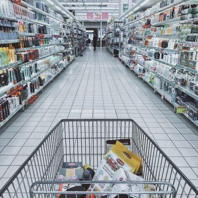 Supermarkten nu ook op zondag hele dag open