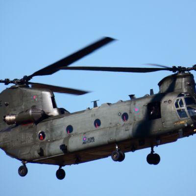 Helikopters oefenen stoffige landingen in Soest