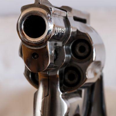 Aanhouding in Soest voor grote wapenhandelzaak: 'AK47 kopen was een fluitje van een cent'
