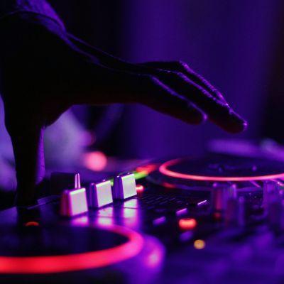 Tweede zaterdag van de maand DJ