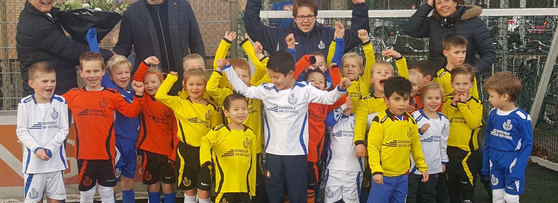 Bouwbedrijf Van den Hengel sponsort Leeuwen en Welpen van SO Soest