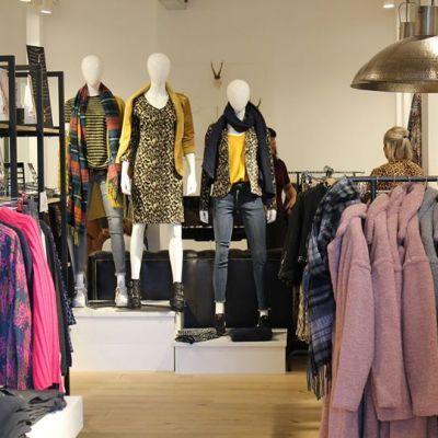 KOPEN KOPEN KOOPZONDAG!! Morgen is het KOOPZONDAG. Kom gezellig naar Vathorst en Vienna staat voor jullie klaar! TOT MORGEN #studiojill #fashion #koop...