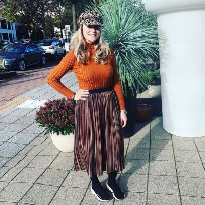 We love this plissee skirt @typical_jill #ambika #studiojill #welovefashion #soononline #outfit#inspiratie