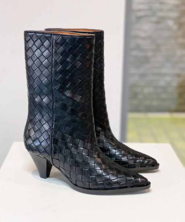 Boots Samara