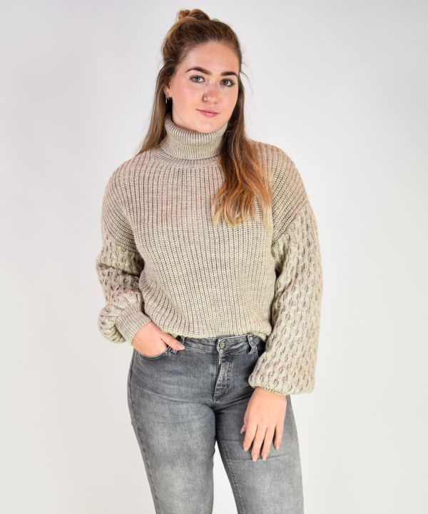 Sleeve detailed sweater
