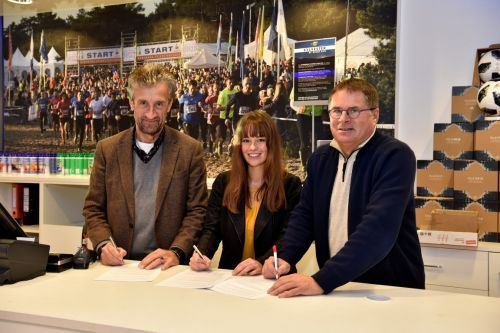 Ondertekening sponsorcontract met Intersport van Dam en Yourlease