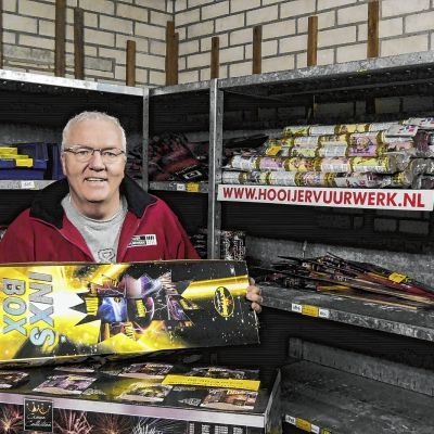Evert Hooijer een leven in ijzerwaren, vuurwerk en voetbal