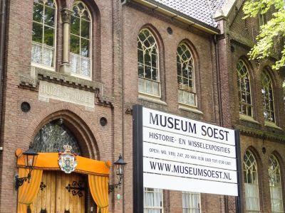 Turkse en Marokkaanse kinderen op bezoek in Museum Soest